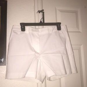 "WHBM Ladies ""The 5"" Short"" Shorts 🤍"